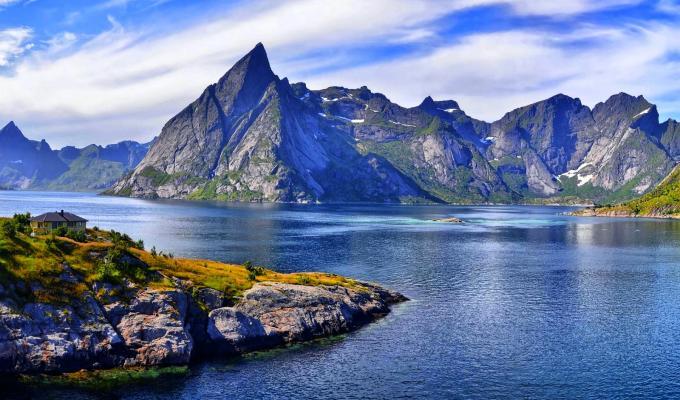 Amazingly Beautiful Rocky Mountain Image