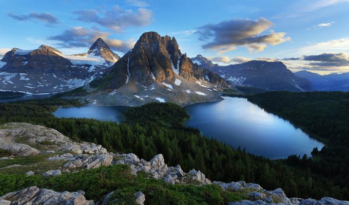 Beautiful Lakes & Mountain Image